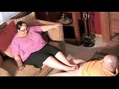 Sarah sorprende cogiendo casero a su novio con un trío con un francés.