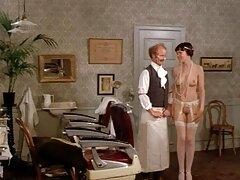 Brandimay me dejó ver videos caseros cojiendo su gran clítoris mientras se extendía en su ropa interior.