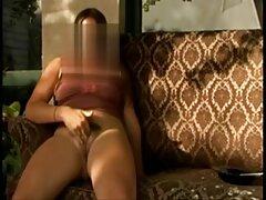 Mamá se masturba dispara a cojiendo mexicanas casero los invitados en la habitación de al lado.