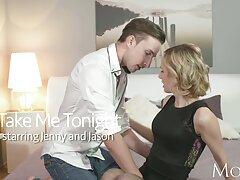 Él está mojado para ella en una video cojiendo casero cita, ella está loca.
