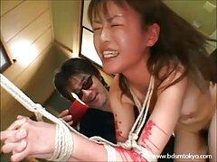 Mujer masturbándose ordeño masturbación con la mano cojiendo casadas