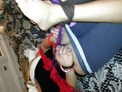 Esclavo humilde encadenado videos caseros de mexicanas cogiendo que recibe una Honda en la cara de un esclavo profundo.