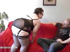 Hermosa Ana masturbándose cojiendo cacero