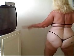 Daddy Geek puede satisfacer las videos caseros con mi tia necesidades sexuales de su padre.
