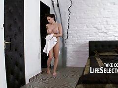 Secret_Desiire me xxx casero con mi prima siguió al baño.